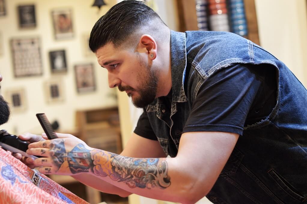 Barbers Crew Barbería Malasaña Madrid Galería Barbero 1