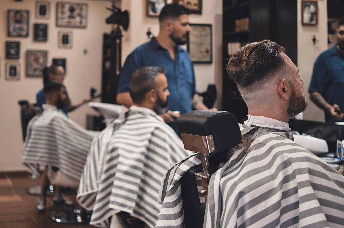 Slide Barbers Crew Barbería
